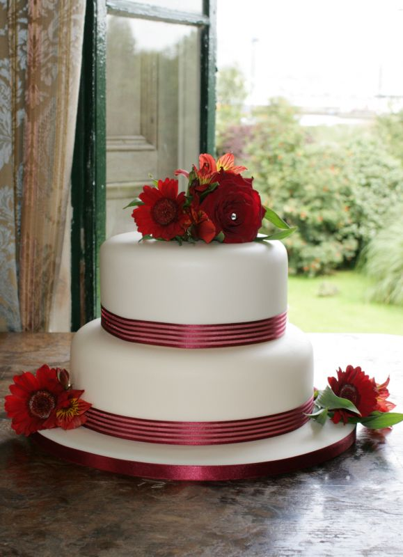 Wedding Cakes Red Fresh Flowers Fresh Flowers Supplied By The Bride